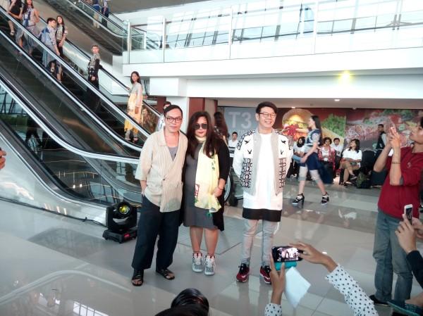 para disainer muda Indonesia memperkenalkan koleksi terbaru mereka dalam event Terminal 3 Fashion Show. Ki-ka: Tri Handoko, Mel Ahyar, Danny Satriadi. (foto sumber: dokumen pribadi)